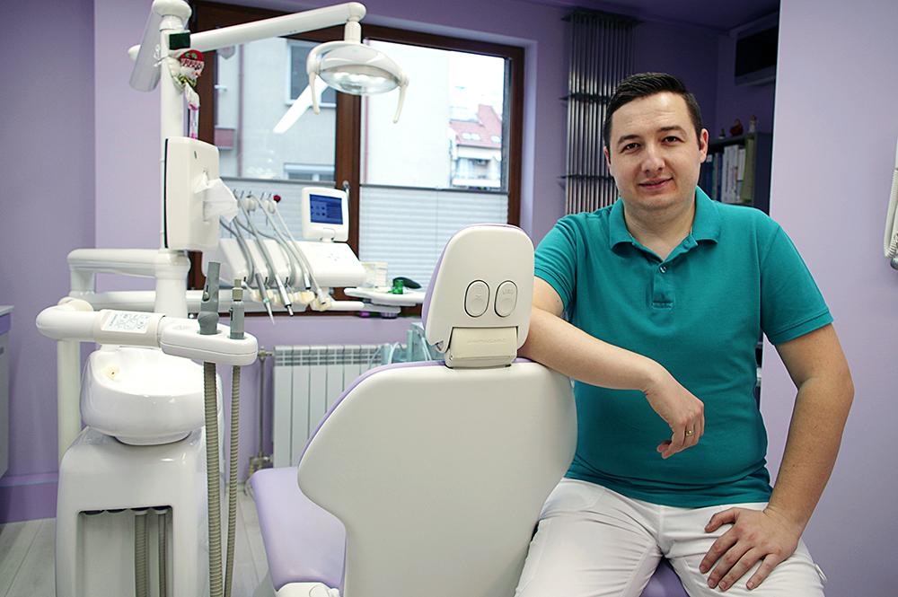 д-р Стефан Маслинков